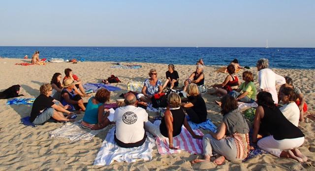 Inici de les xerrades a la platja el setembre de 2012